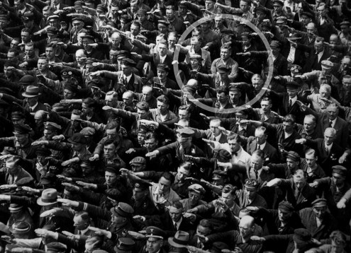 August-Landmesser-Almanya-1936-wikicommons-ausschnitt03